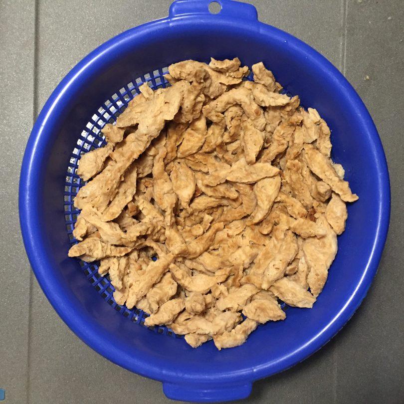 Gebratene Sojaschnetzel mit Dip